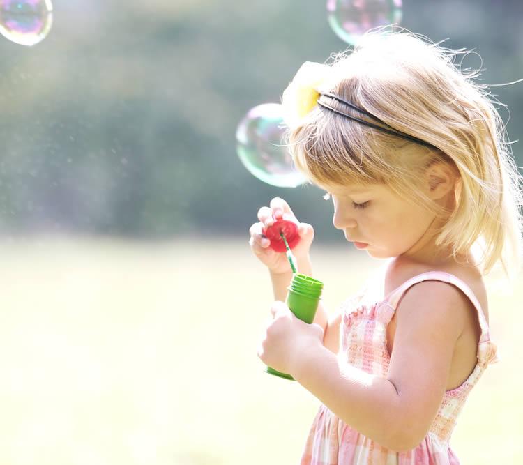 花をイメージする名前 【桃】…甘くて柔らかい果実。ピンクのかわいらしいイメージ。白、赤、ピンクの花を咲かせます。