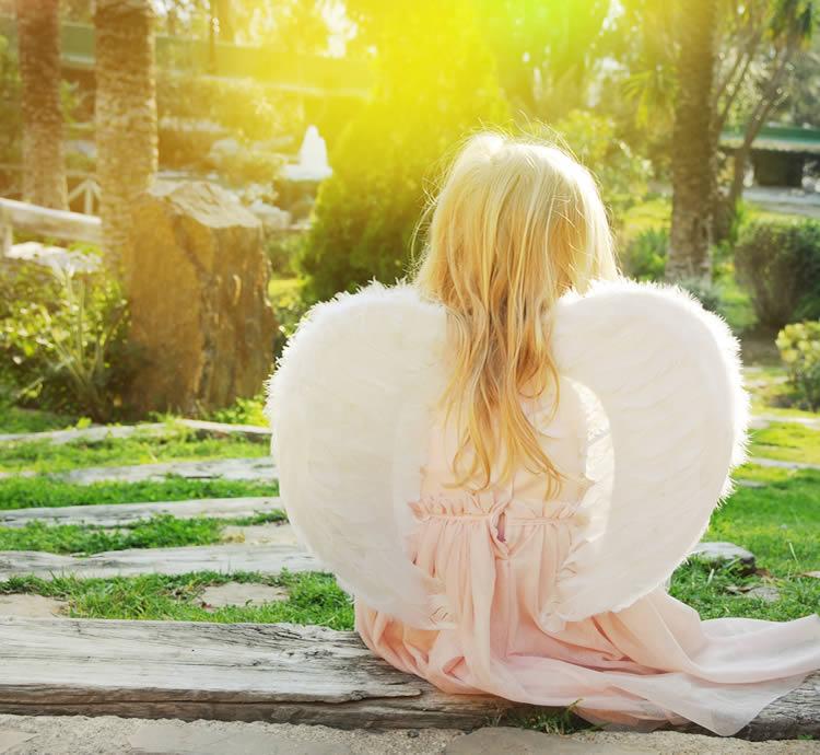 女の子の名前|羽がつく名前320選!漢字の意味や願い