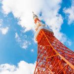 東京タワーに謎のマネキン…上空を見上げた先にあるマネキンの正体