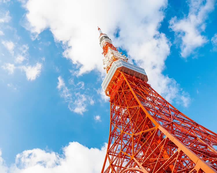 東京タワーに謎のマネキン