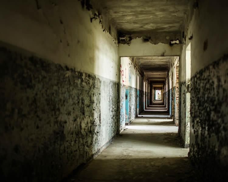 鈴鹿市の廃墟で少年死亡