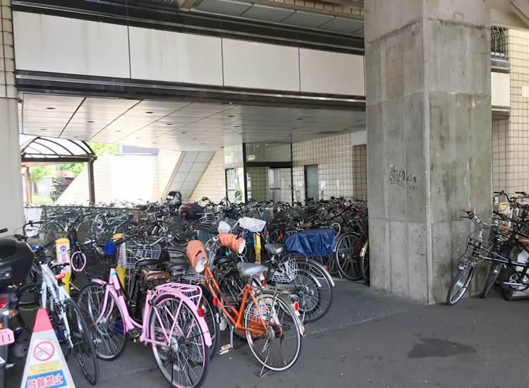 新潟駅南口第2仮設自転車等駐車場は、雨が当たらない!でも、ギュウギュウ!